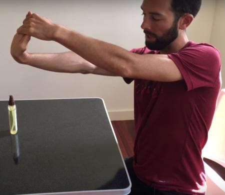 Étirement des muscles fléchisseurs du poignet et de la main