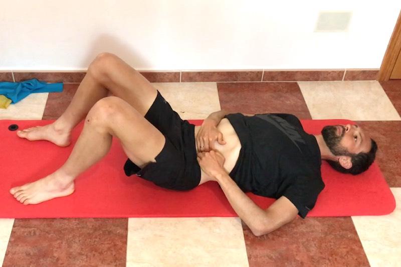Etirement et massage du psoas allongé