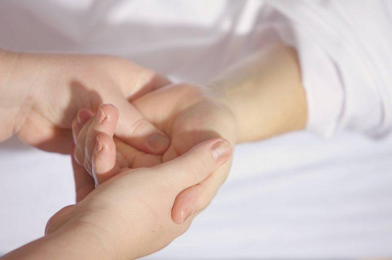 comment soigner une tendinite du poignet de de Quervain