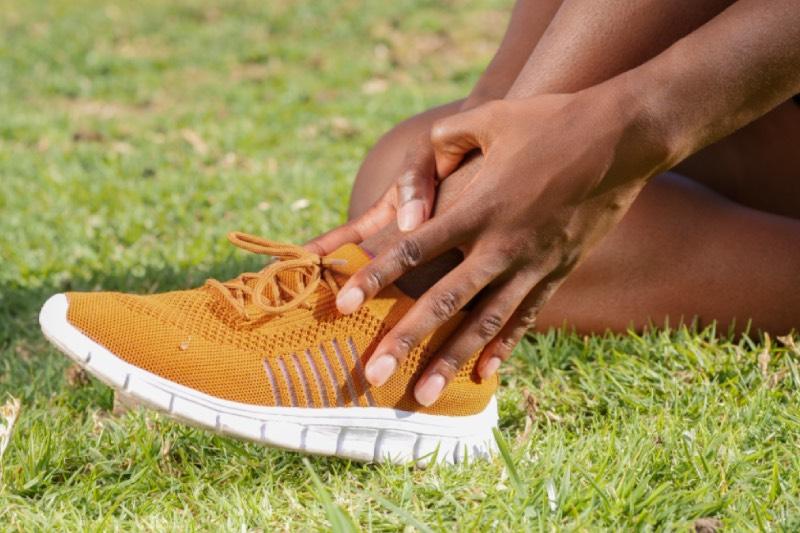 symptômes et solutions pour soigner l'entorse de cheville