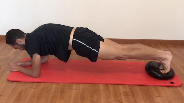 Exercice de gainage planche avec coussin