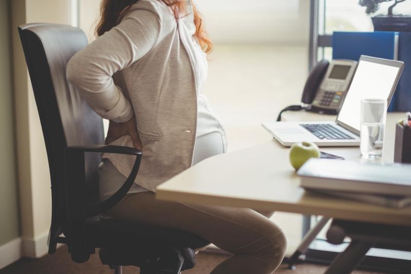 Femme enceinte avec un mal de dos
