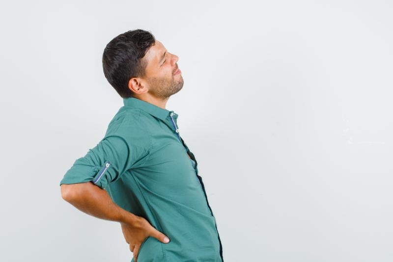 Lombalgie chronique chez un homme