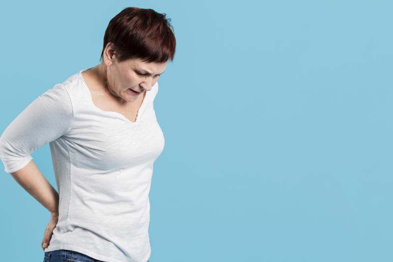 femme souffrante d'une lombocruralgie